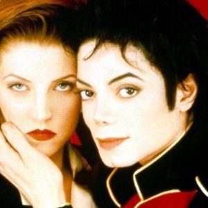 Мајкл Џексон со парфем ја прскал долната облека на Присли за да докаже дека спиеле заедно