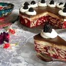 Торта со малини и бисквити