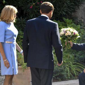 Путин е вистински џентлмен ѝ подари букет цвеќе на Бриџит Макрон