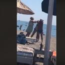 (Видео) Жена тепа маж на плажа во Црна Гора