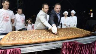 Министерот Спасовски ја пресече пастрмајлијата, журката со Цеца може да почне
