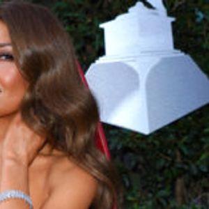 Талија секси во црвен фустан на Латино Греми наградите