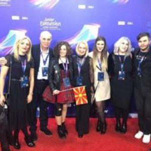 """Македонската преставничка со лонгета на ногата пред настапот на """"Детска евровизија"""""""