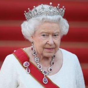 На 93 години кралицата Елизабета сè уште јава коњи