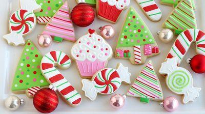 Едноставни трикови за да ги украсите новогодишните колачи