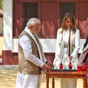 Трамп ги доби за подарок трите мајмуни на Ганди