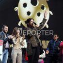 Атиџе запеа на сцената, стоечки овации за медената шаманка