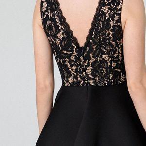 Модели на фустани кои визуелно го смалуваат струкот и колковите