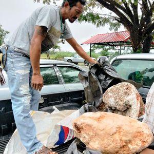 Рибар нашол необичен камен и станал милионер