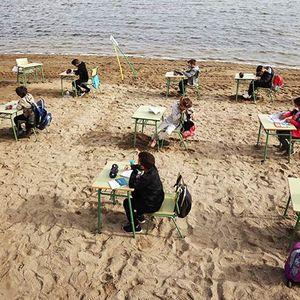 Шпанско училиште ги пресели училниците на плажа
