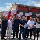 Пожарникарите од Тетово на протест, бараат додатоци за ноќен труд, за викенди како и за ризикот на работното место