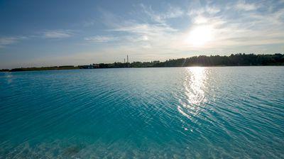Езеро кое личи на Малдиви, ама не смее да се допре