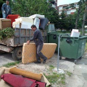 Охрид преплавен со смет у шут, викендашите си ги исчистија становите
