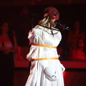 Прво со питон, сега Марија како Ханибал Лектор на сцената на Гранд