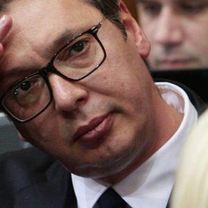 Bruka i sramota! Ovaj ministar plaća da pljuju Vučića!
