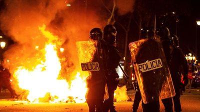 Нови судири меѓу полицијата и демонстрантите во Барселона