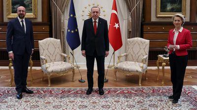 "Fon der Lajen ostala bez ""svoje"" stolice kod Erdogana"