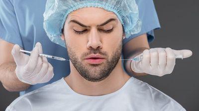 Сè повеќе мажи се одлучуваат за пластични операции