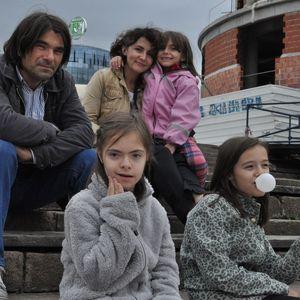 """Децата ретко влегуваат во светот на нивните врсници со Даунов синдром, вели авторката на сликовницата """"Иван и Илина"""" Мимоза Петревска-Георгиева"""