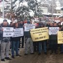 Со полчасовна блокада на патот тетовци бараат Владата да ја одземе Попова Шапка од ЕЛЕМ
