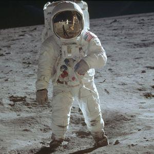 50 години откако човекот првпат стапна На Месечината – момент што ја запре и обедини Земјата