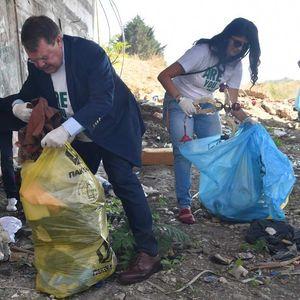 Амбасадорите на САД, Холандија и Британија го чистеа Скопје