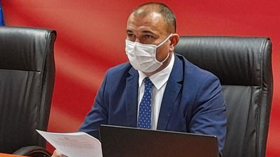 За приватните болници е надлежно Министерството за здравство, тоа не ни е работа, вели Стојанче Ангелов од Центарот за управување со кризи