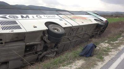 Се превртел Автобус со вработени од Битола на патот за Демир Хисар, нема повредени
