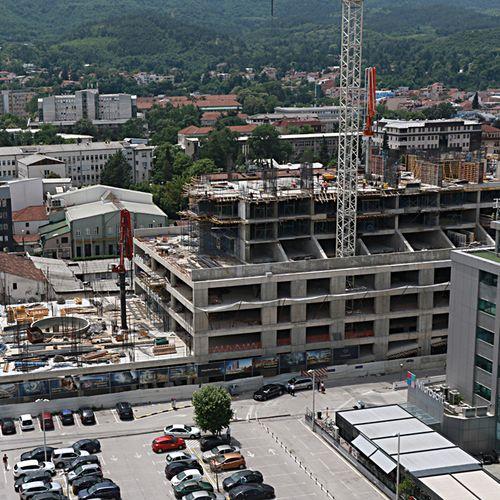 Згради никнуваат на скопскиот Јужен булевар иако прво требаше да се направи подземна улица
