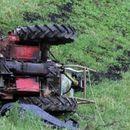 Тешко повредено 16-годишно момче во гостиварско, паднало од тракторска приколка