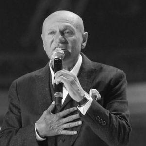Со неговите хитови пееше и се веселеше регионот, оваа песна и ја посвети на сопругата, а со овие стана музичка легенда