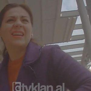 Фатена на дело: Албанска службеничка снимена како бара мито, за мене 6000 евра, а министерот бара повеќе, ќе го решиме случајот за 5 месеци!