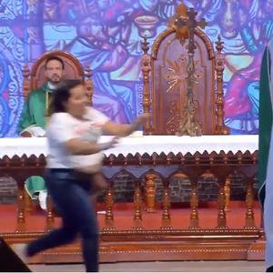 Инцидент во црква - го турна свештеникот зошто рече дека дебелите жени не одат во рајот