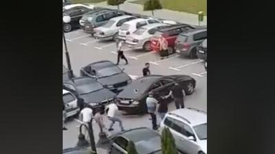 Со шипки му го искршија автомобилот на паркинг во Струга