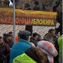 """Отстранети шаторите на """"Македонија блокира"""" од пред Собранието"""