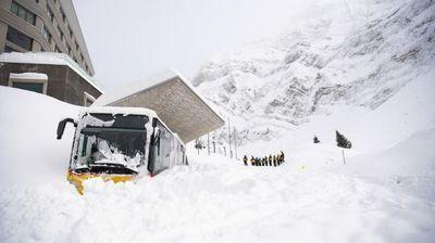 Лавина затрупа швајцарски хотел