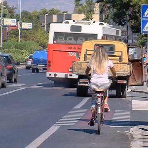 Узурпација на велосипедскиот простор, сообраќајна битка која секојдневно ја водат велосипедистите