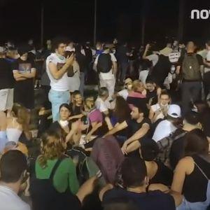Протести во Белград, Вучиќ продолжува со преговорите за Косово