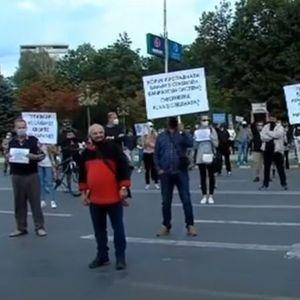 Штедачите од Еуростандард на протест пред собранието