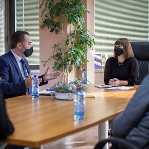 Министерката Царовска на средба со директорите на основните и средните училишта