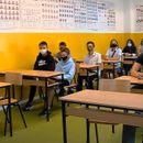 Бројката заболени и изолирани ученици и наставници расте - дали се потребни брзи тестови и онлајн настава?