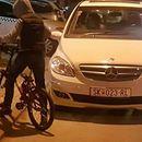 И покрај високите казни – тротоарите блокирани од автомобили