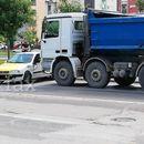 Се судрија такси-возило и камион во Ново Лисиче