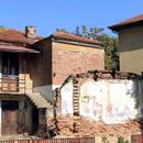 Како душа на човек што страда - во Скопје зјаат куќи во распаѓање