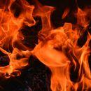 Две лица се повредени: пожар кај Долно лисиче зафати овоштарник, плевна и возило во движење