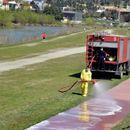 Убаво, скопските пожарникари ги дезинфицираа патеките на кејот на Вардар
