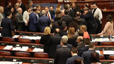 Собранието ги усвои уставните измени, Македонија Станува Република Северна Македонија