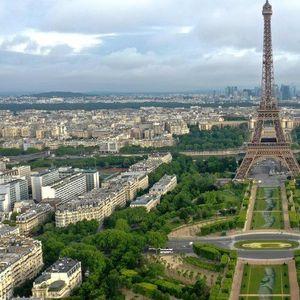 Париз доби Огромно биоразградливо уметничко дело во подножјето на Ајфелова кула