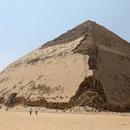 """Египет ја отвори за јавност својата најнеобична, """"свиткана пирамида"""""""