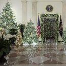 Меланија Трамп во патриотски бои ја украси Белата куќа за божиќ (фотогалерија)